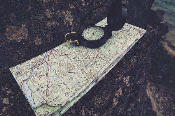 course d'orientation boussole et carte